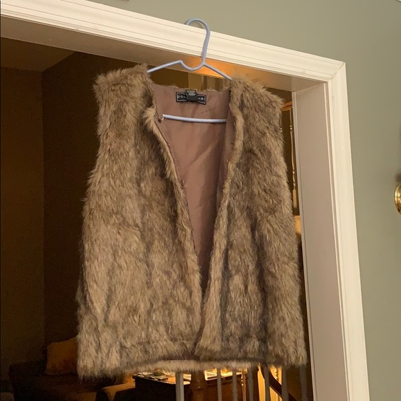 Polly & Esther Jackets & Blazers - Furry vest
